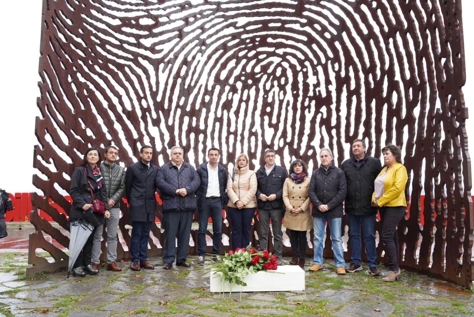 Ofrenda floral La Huella, homenaje víctimas franquismo