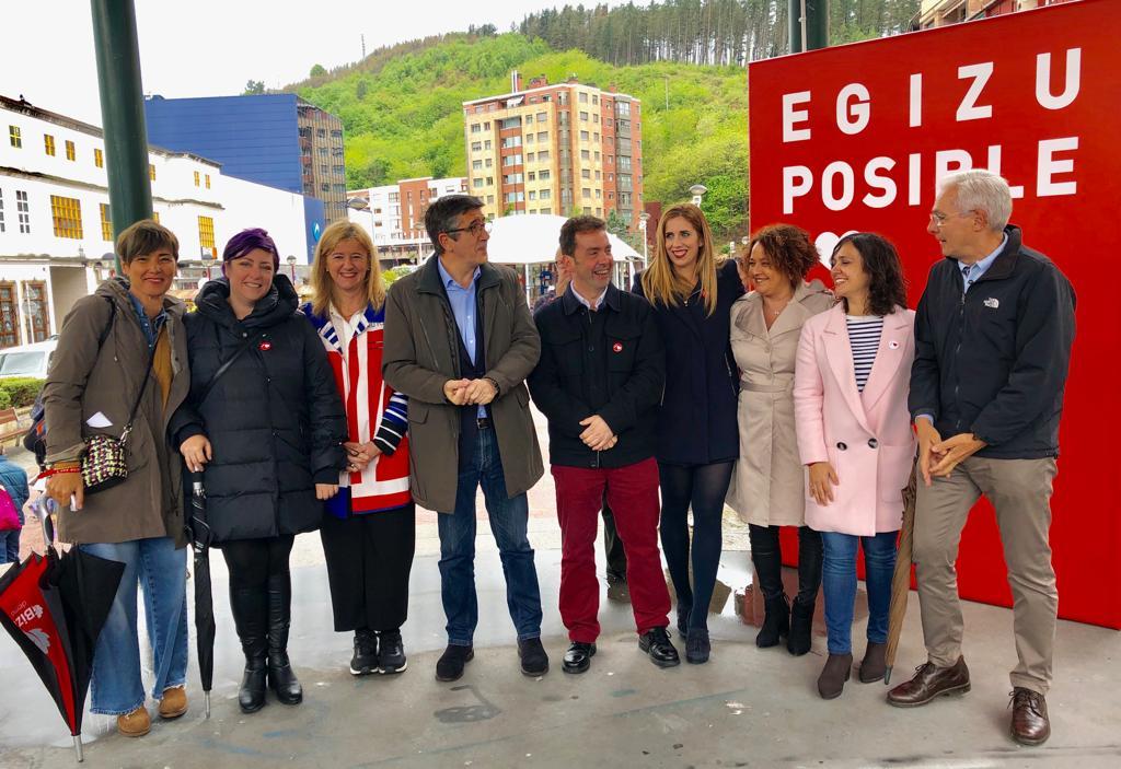 Acto político en Ermua con Patxi López, Teresa Laespada y Txitxo Abascal