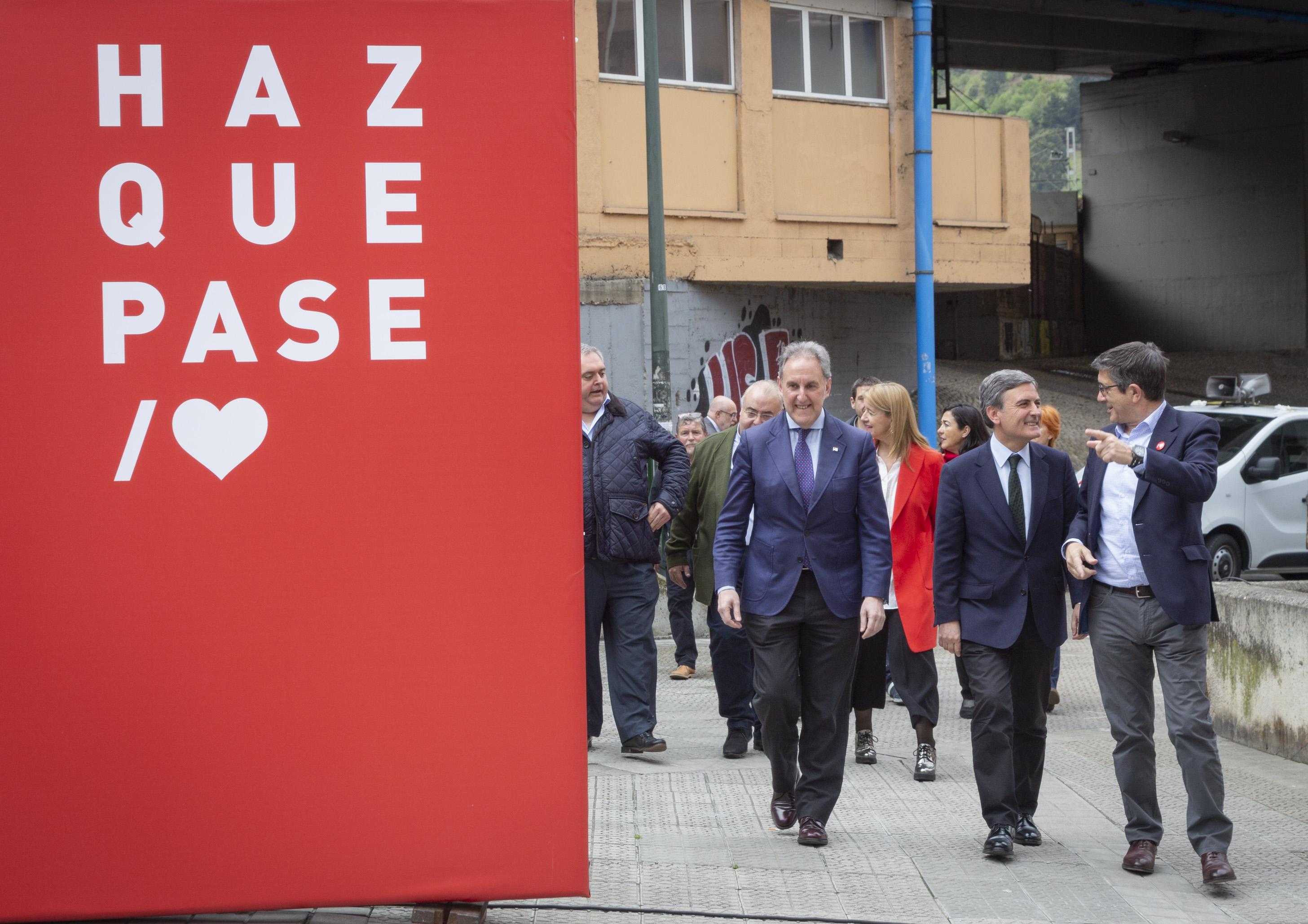 Acto político en Zorroza, con Pedro Saura, Patxi López y Alfonso Gil