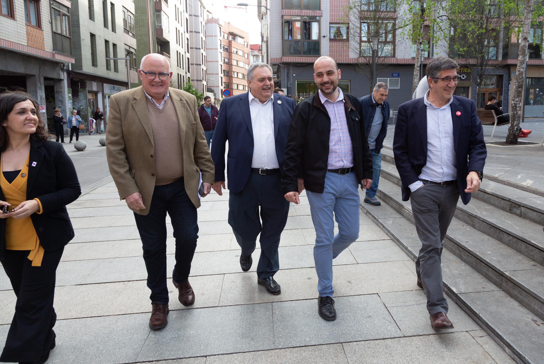 Acto político en Erandio, con Patxi López, Txema Oleaga y Juan Otermin